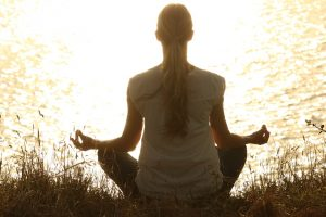 Yoga ar putea fi benefica pentru imbunatatirea functiilor cognitive in cazul femeilor de varsta a treia