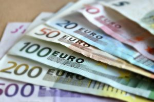 Ministrul Muncii: Salariile medicilor vor ajunge din martie anul viitor la 3.000 de euro